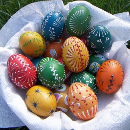 Šaranje Uskršnjih jaja voskom